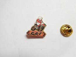 Beau Pin's , Moto , CER , Moto école Formation - Motorfietsen