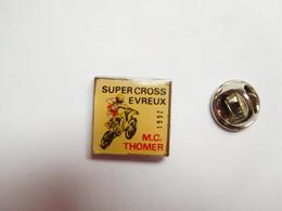 Beau Pin's , Moto , Moto Club De Thomer La Sogne , Supercross Evreux , Eure - Motorfietsen