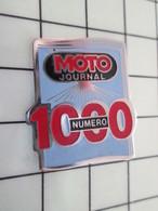 416c Pin's Pins / Beau Et Rare / THEME : MOTOS / NUMERO 1000 DE LA REVUE MOTO JOURNAL - Motorfietsen