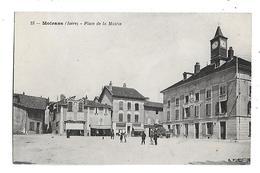 38  - CPA  De   MOIRANS  - Chapellerie , Camionette  ,  Café  Du  Marché , Place  De  La  Mairie  (  Animée  ) - Moirans