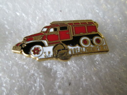 PIN'S    CAMION POMPIERS  GMC  BREAL MONFORT  Email Grand Feu - Bomberos
