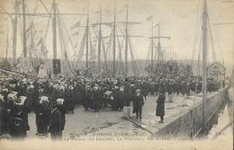 PAIMPOL -  Le Pardon Des Islandais. La Procession Sur Le Port - Paimpol