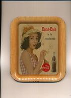Plateau Emaillé Pub Coca Cola  Cuba 1963 Avec Jolie Femme. Quelques Defauts Emaillage . Format 16,5 Par 19 - Autres Collections