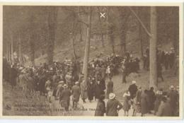 Marche-Les-Dames - La Foule Recueillie Devant Le Rocher Tragique - Namur