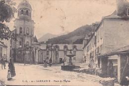 64-SARRANCE- PLACE DE L'EGLISE-ANIMEE -(PLIURE EN BAS A DROITE) - France