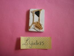 Feve PERSO Ancienne Artisanale PAGIS - GUILLOTINE - REVOLUTION ( Feves Figurine Miniature ) Rare - Antiguos
