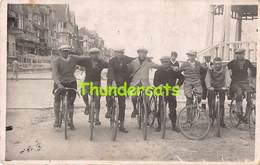 CPA CARTE DE PHOTO FOTOKAART DE PANNE LA PANNE WIELRENNERS CYCLISTES CYCLISME CYCLIST CYCLISTS RPPC - De Panne