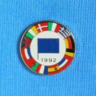 1 PIN'S //  ** 12 DRAPEAUX DE PAYS EUROPÉEN ** - Administración
