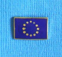 1 PIN'S //  ** LOGO / DRAPEAU DE L'EUROPE ** - Administración