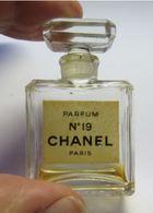 Miniature Parfum Vide Bouchon En Verre Chanel N°19 - Unclassified