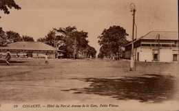 CONAKRY...HOTEL DU PORT ET AVENUE DE LA GARE,PETITE VITESSE.  ...CPA ANIMEE - Französisch-Guinea