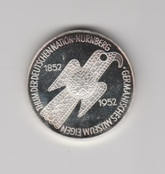 Thum Der Deutschen Nation Nürnberg (D) Germanisches Museum Eigen 1852-1952 - Souvenirmunten (elongated Coins)