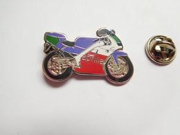 Superbe Pin's En EGF , Moto Aprilia - Motorfietsen