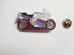 Superbe Pin's En EGF , Moto Yamaha FZR 1000 - Motorfietsen