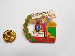 Superbe Pin's En Zamac , Moto , Paris Bercy 1992 , Supercross Tracer , 10e Anniversaire , Signé AMC - Motorfietsen