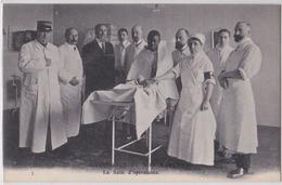 Paris Ambulance Militaire Du Bon Marché Hôpital La Salle D'Opérations Infirmière Chirurgie Blessés Mutilés Guerre - Santé, Hôpitaux