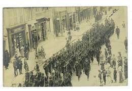 CARTE PHOTO MILITAIRE 25 ENVOYEE DE PONTARLIER LE 5 SEPTEMBRE 1910 DEFILE MILITAIRE - Pontarlier