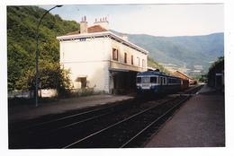 38 Vif Vers Grenoble PHOTO Train Autorail SNCF à Quai En Gare Le 15 Août 1987 Voir DOS Cliché J. Bazin Série 514 N°2 - Trains