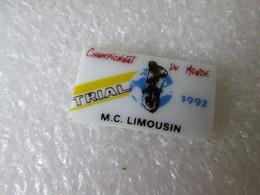 PIN'S   Championnat Du Monde  TRIAL 1992  M C  LIMOUSIN   Porcelaine - Motorfietsen