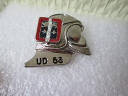 PIN'S   POMPIERS  U D 53 - Brandweerman