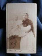 Photo CDV  Petit Renaud à Nantes  Nourrice Avec Un Bébé  CA 1890 - L503 - Photos