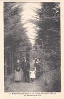 43 MONTFAUCON En VELAY Cure D'air Famille En Promenade Dans Un Bois 1911 - Montfaucon En Velay
