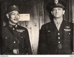 88Sv Grande Photo (24cm X 18cm) Rencontre Géneral Chennault 14° US Armée De L'air Et Generalissime Tchang Kaï Shek Chine - Oorlog 1939-45