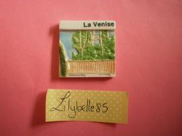 Feve Perso En Porcelaine LA VENISE Série EPI NIORTAIS - LA VENISE VERTE 2003 ( Feves Figurine Miniature ) - Regiones