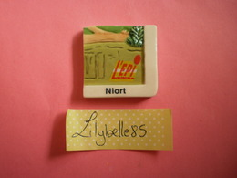 Feve Perso En Porcelaine NIORT Série EPI NIORTAIS - LA VENISE VERTE 2003 ( Feves Figurine Miniature ) - Regiones