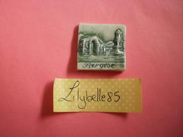 Feve PERSO Ancienne En Porcelaine - BERGESE 1999 ( Feves Figurine Miniture ) - Regiones