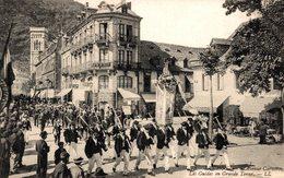 16513     LUCHON   AVENUE CARNOT  LES GUIDES EN GRANDE TENUE - Luchon