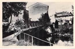 16 - JARNAC : Passerelle Des Moulins - CPSM Photo Village (4.400 Habitants ) Format CPA - Charente - Jarnac