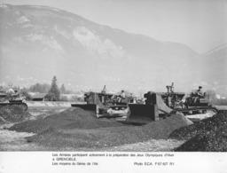 """-MILITAIRE -(PHOTOS) """"Deux Clichés Des J.O De GRENOBLE"""" -'Moyens Du Génie De L'Air' § 'Patrouille Acrobatique De FRANCE' - Guerre, Militaire"""