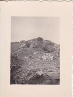 Foto Deutsches Afrikakorps DAK - Stellung In Der Wüste Mit Wegweiser -  Ca. 1941 - 5,5*4cm  (50027) - Krieg, Militär