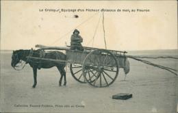 80 LE CROTOY / Equipage D'un Pecheur D'oiseaux De Mer Au Fleuron  / - Le Crotoy