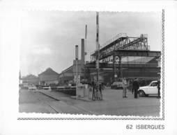 Isbergues. L'entrée De L'usine. Photo Marcel Guibaut. CPSM - Isbergues