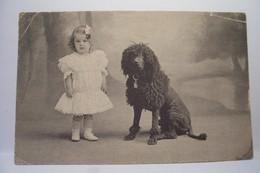 CHIEN - ENFANT - CANICHE  - ( En L'état ) - Dogs