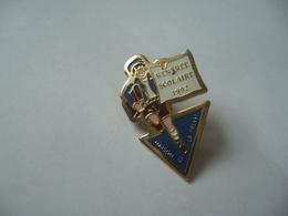 PIN'S PINS RENTRÉE SCOLAIRE 1992 MAISON DE LA PRESSE - Administración