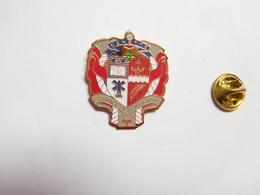 Beau Pin's , Sapeurs Pompiers De Venette , Blason , Oise - Brandweerman