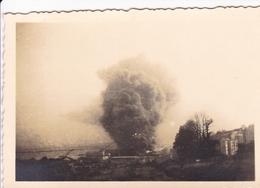 PHOTO ORIGINALE 39 / 45 WW2 WEHRMACHT FRANCE BREST BOMBARDEMENT DU PORT MILITAIRE - Guerre, Militaire
