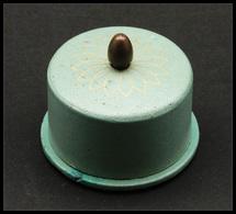 Distributeur De Roulettes. Modèle En Métal Peint, Diam.60, H.35mm. - TB (cf BB P.30) - Boites A Timbres