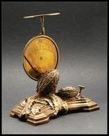 Pèse-lettres. Archambaud N°15, Modèle En Laiton Mi Roberval, Mi Contrepoids Pendulaire, Socle Bronze Patiné Vieil Or, Dé - Stamp Boxes