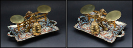 """Pèse-lettres. Archambaud N°97, Balance Anglaise En Bronze Sur Plateau En émail Cloisonné Dominante Bleu Signé """"Howell Ja - Boites A Timbres"""