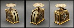Pèse-lettres. Archambaud N°170, Modèle Tiffany Studio En Bronze Doré, Motifs Gravés à L'eau Forte Et Incrustés De Pastil - Stamp Boxes