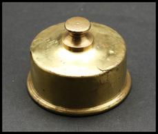 Flacon Circulaire En Laiton Et Métal, Pour Ajuster La Tare Des Balances, Sachet De Grenaille Joint, Diam. 60, H.25mm, 1e - Boites A Timbres