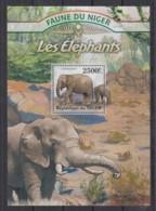 R766. Niger - MNH - 2013 - Nature - Fauna - Wild Animals - Elephants - Bl - Pflanzen Und Botanik