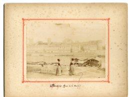 PHOTOGRAPHIE 0267 ANGERS Quai De Ligny Maine Bateaux Lavoirs Femmes 1880   Dim 12 Cm X17,5  Cm - Angers