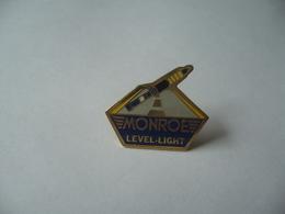 PIN'S PINS MONROE LEVEL LIGHT  THÈME AMORTISSEURS VOITURE - Badges