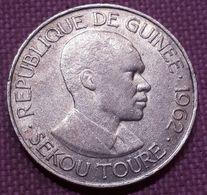 GUINEA  :10 FRANCS  1962 SEKOU TOURE KM 6 - Guinee