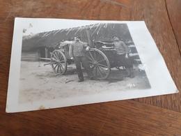 MAENNER IN DEUTSCHLAND DAZUMAL - SOLDATEN MIT KUECHENWAGEN - KOCHEN IM FELDE - Guerra, Militares